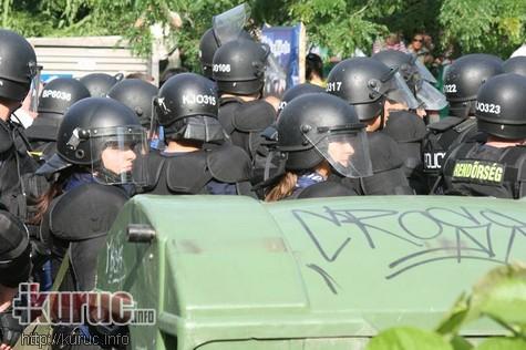 Ehhez kapcsolódva  Provokáció- és előállítás-sorozat kísérte a Gárda  megemlékezését - volt azonban más provokációs kísérlet is a rendőrseregen  kívül. 4d25273372