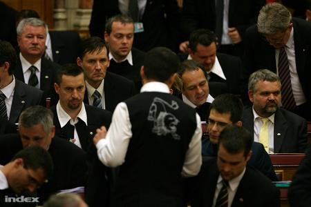 12523c1172 Az ünnepségen - tette hozzá Horváth - jelen volt a jelenlegi és a leendő  külügyminiszter, Balázs Péter, illetve Martonyi János is.