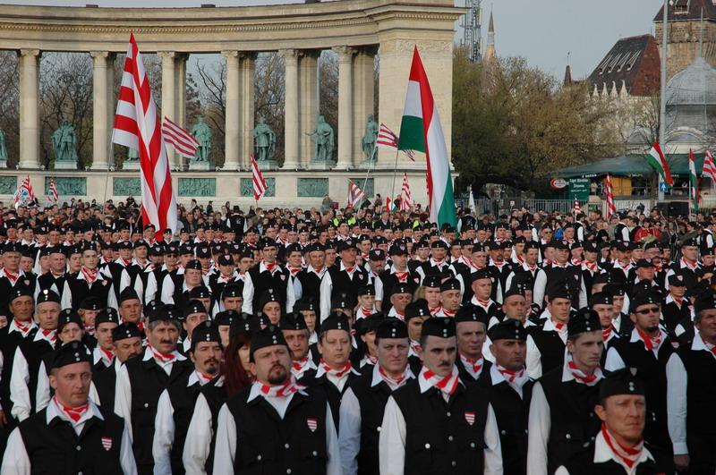 [Obrazek: magyar_garda_hosok_tere.jpg]